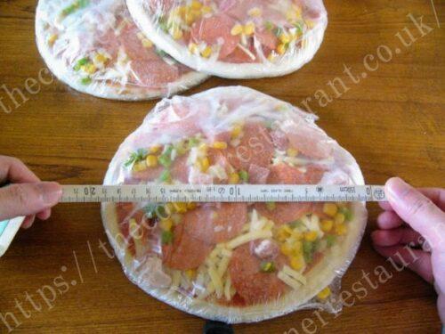 通販冷凍ピザ「トロナ業務用ピッツァ」のサイズ感