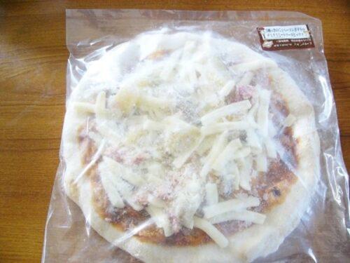 3種類のきのことベーコンポテトのデミグラスソースチーズピザ